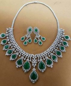 Emerald & Diamonds Necklace Set