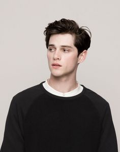 Ben with pushed back hair Beautiful Boys, Pretty Boys, Beautiful People, Comme Des Garcons, Grunge Hair, Male Face, Haircuts For Men, Cute Guys, Male Models