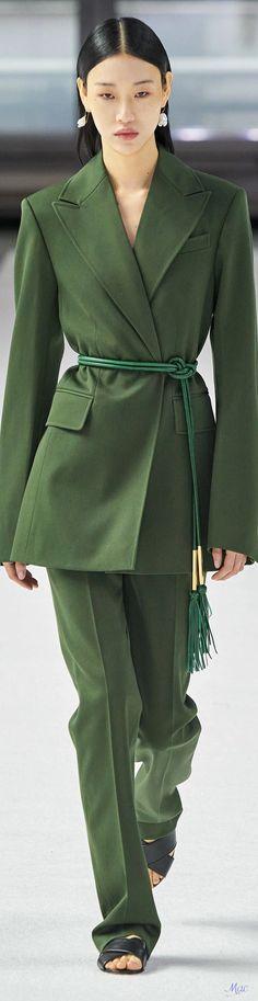 Green Fashion, Work Fashion, Fashion 2020, High Fashion, Fashion Show, Autumn Fashion, Carolina Herrera, Catwalk Fashion, Military Fashion