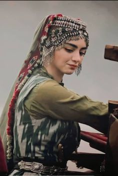 Hijab Fashion Inspiration, Style Inspiration, Beauty Hacks Dark Circles, Famous Warriors, Vintage India, Turkish Actors, Muslim Fashion, Traditional Outfits, Cute Pictures