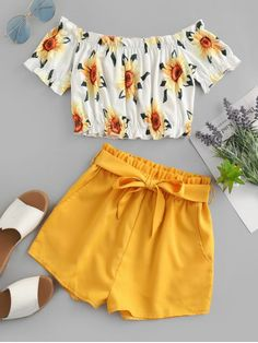 Cute Off Shoulder Sunflower two pieces outfit Take in plenty of sunshine with this sunflower two-piece set. The off-the-shoulder top with the sunflower print and the solid-color shorts edgy with the m Cute Girl Outfits, Cute Summer Outfits, Cute Casual Outfits, Pretty Outfits, Stylish Outfits, Shorts For Summer, Girls Fashion Clothes, Teen Fashion Outfits, Outfits For Teens