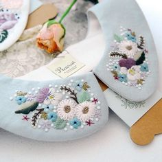 thought it was slippers, beautiful embroidered slippers. Bullion Embroidery, Embroidery Hoop Crafts, Couture Embroidery, Embroidery Monogram, Embroidery Fabric, Hand Embroidery Designs, Floral Embroidery, Cross Stitch Embroidery, Embroidery Patterns