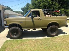 1994 Bronco Ford Bronco Lifted, Bronco Truck, Ford Bronco Ii, Ford 4x4, Lifted Ford Trucks, Jeep Truck, Pickup Trucks, Bed Liner Paint, Bronco Concept