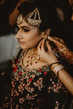 Without some creative bridal portraits, the photography session of the wedding cannot be complete. Here are the Most beautiful and unique bridal portraits ideas for weddings. #shaadisaga #indianwedding #bridalphotoshootposesindian #bridalphotoshootindian #bridalphotoshootpre #bridalphotoshootideas #bridalphotoshootveil #bridalportraitideas #bridalportraitposes #bridegettingready #bridegettingreadyideas #bridegettingreadyphotoshoot #bridegettingreadyposes Bridal Portrait Poses, Bridal Photoshoot, Bride Getting Ready, Bride Groom, Love Story, Most Beautiful, Weddings, Creative, Unique