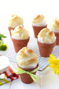 Flower Pot Rolls - Did you know you can bake bread right in terra cotta flower pots? So adorable!