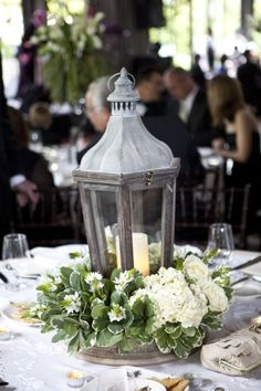 Pretty centerpiece. Melissa Schollaert Photography