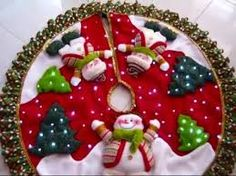 Resultado de imagen para pie de árbol de navidad Xmas Tree Skirts, Christmas Tree Skirts Patterns, Christmas Holidays, Christmas Decorations, Christmas Ornaments, Felt Christmas Stockings, Snowman Crafts, Christmas Sewing, Holiday Crafts