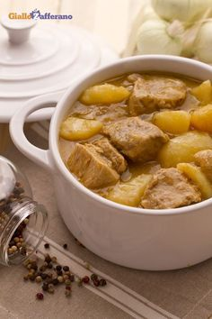 "Spezzatino di vitello con patate For the stew of with potatoes (veal stew with potatoes) the ""scarpetta"" is a must! Meat Recipes, Gourmet Recipes, Dinner Recipes, Cooking Recipes, Healthy Recipes, Veal Stew, Italy Food, Best Italian Recipes, Everyday Food"