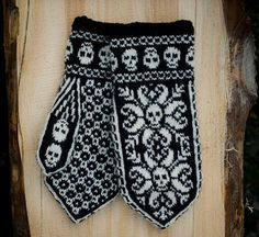 Ravelry: Deathflake mittens pattern by Sissel KB