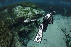 An experienced diver ignores all the rules of proper wreck diving and doesn't realize his SPG is malfunctioning. Scuba diving accidents and safety tips.