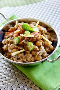 Indian Paneer Pindi Chana (Chole) Masala Recipe | ChefDeHome.com ||| Pindi Chana Masala by Pankaj Bhadouria | Kifayati Kitchen ---> http://www.zeekhanakhazana.com/recipes/pindi-chana-masala.html