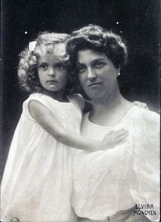 Archduchess Luise of Austria-Tuscany. (1870–1947) with her youngest daughter Princess Anna Monika of Saxony (1903–1976).