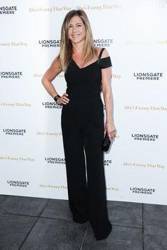 """Jennifer Aniston en la premiere de """"She's Funny That Way"""" en el Harmony Gold de Los Ángeles."""