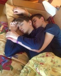 Hot Guys and Cute Gay Couples Lgbt Couples, Cute Gay Couples, Gay Mignon, Couple Fotos, Gay Cuddles, Cuddling, Gay Romance, Tumblr Gay, Gay Aesthetic