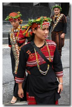 Taiwan | Photo taken at a Taiwanese aboriginal wedding held in PinDong | © Sylvain B. via pbase - traje de boda tradicional aborigen de Taiwan
