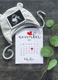 Printable due date calendar - Dekoreji - Grossesse Unique Pregnancy Announcement, Baby Announcement To Husband, New Baby Announcements, Baby Boy Photos, Baby Pictures, Baby Due Date Calendar, Calendar Calendar, Calendar Ideas, Baby News