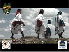 """#barrancas #cobre #barrancasdelcobre #turismo#chihuahua#aventura#ciclismo BARRANCAS DEL COBRE te dice.  visita las barrancas del cobre y conoce a los tarahumaras y aprende de su estilo de vida Los hombres tarahumaras llevan una banda en la cabeza conocida como """"kowera"""",  huaraches, y camisa amplia y suelta. Las mujeres visten una falda amplia y blusa suelta, usualmente se cubren el cabello con un chal o  pañoleta .www.chihuahua.gob.mx/turismoweb"""