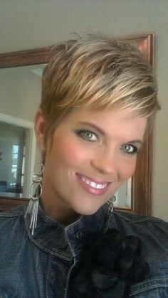 Messy Blonde Pixie Hairstyles Love her makeup also. Pixie Haircut 2014, Short Pixie Haircuts, Cute Hairstyles For Short Hair, Hairstyles 2016, Choppy Haircuts, Haircut Short, Trendy Hairstyles, Pixie Haircut Fine Hair, Pinterest Hairstyles