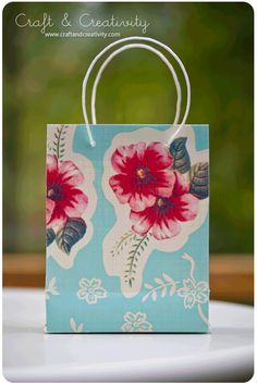 Ever wondered how to fold your own gift bag?? This great tutorial will have you wrapping your gifts in one-of-a-kind gift bags every time!