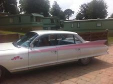 1961 CADILLAC DEVILLE WHITE / PINK