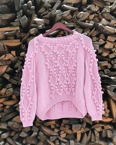 A beautiful sweater in a very exclusive model. Ideal for you or to make a gift made with Coton and Acryl. Sweater Knitting Patterns, Knitting Stitches, Pullover Upcycling, Crochet Woman, Knit Fashion, Crochet Clothes, Knitted Hats, Knitwear, Ideias Fashion