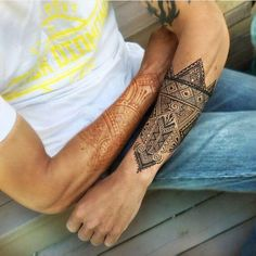 Generally, henna tattoos come in only one hue but this one manages to achieve two color tones. it signifies the two sides of human nature, one which is good Henna Designs Arm, Beautiful Henna Designs, Henna Tattoo Designs, Mehndi Tattoo, Henna Tattoos, Men's Forearm Tattoos, Mandala Tattoo, Tatoos, Henna For Boys