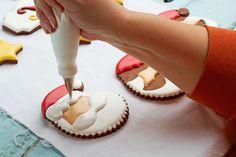 Fácil Galletas de Navidad para Santa - galletas de azúcar decoradas con Royal Icing- simple corte las galletas para hacer de Santa con www.thebearfootbaker.com
