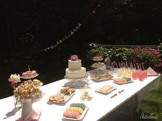 Pink buffet. Ladies party buffet. Sweet buffet. Spring cakes and cookies. Spring party. Pastel colour decoration. Buffet de dulces para una niña. Fiesta de niñas. Colores pastel
