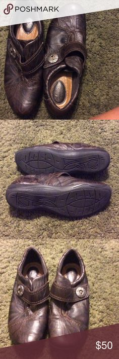 Clarks artisan shoes NWOT Brown leather soft and comfy Clarks Shoes Mules & Clogs