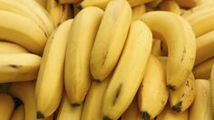 """Banana diet gives woman better mental clarity, improves her overall health. Discover the meaning of """"Banana Island"""". Natural News, Natural Health, Health And Nutrition, Health And Wellness, Health Tips, Health Care, Cancer Fighting Foods, Baked Banana, Alkaline Foods"""