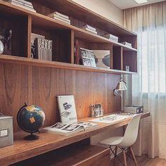 Home office em madeira… #dicameiramartins #decor #interiores #projeto #homeoffice #marcenaria #inspiração #referencia #homedesign #designdeinteriores #detalhes #ambientes