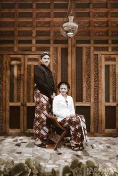 Prewedding with Javanese traditional theme | Prewedding - Cikka & Gendhy by Paraviver Photography | http://www.bridestory.com/paraviver-photography/projects/prewedding-cikka-gendhy