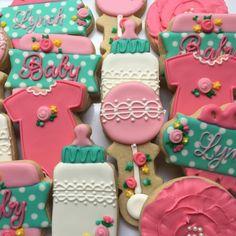 I loved making this set again! #decoratedcookies #shortbread #atx #atxeats #austintx #marthabakes #brookiescookies #royalicing #royalicingcookies #customcookies