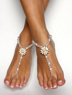 Flower Barefoot Sandals in Freshwater Pearls and por BareSandals