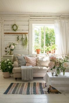 Cottage Living Rooms, Cottage Homes, My Living Room, Country Living Rooms, Cozy Living, Home And Living, Summer House Interiors, Cottage Interiors, Cottage Style Decor