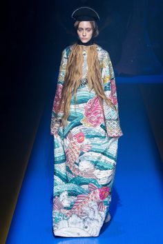 See the complete Gucci Spring 2018 Ready-to-Wear  collection.