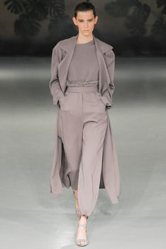 See all the Collection photos from Barbara Casasola Spring/Summer 2015 Ready-To-Wear now on British Vogue Look Fashion, Runway Fashion, High Fashion, Fashion Show, Fashion Outfits, Womens Fashion, Fashion Design, Grey Fashion, Fashion Spring