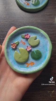 Diy With Clay, Diy Clay, Air Dry Clay Crafts, Diy Fimo, Keramik Design, Clay Plates, Koi Ponds, Clay Art Projects, Clay Bowl