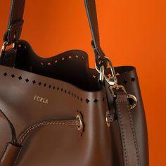 """Mi piace"": 6,254, commenti: 34 - FURLA (@furla) su Instagram: ""In tip-top shape: discover the new Furla Stacy. #furlafeeling #fashion #bag #newcollection"""