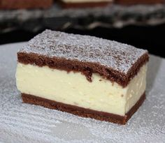 Ez a sütemény egyszerűen elkészíthető, és szerintem még az ünnepi asztalon is megállja a helyét. Sweet Desserts, Sweet Recipes, Dessert Recipes, Hungarian Recipes, Creative Cakes, Dessert Bars, No Bake Cake, Chocolate Recipes, Amazing Cakes