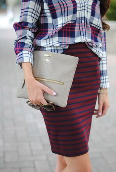 The key to mixing prints? Keep one color consistent throughout the look. Via Southern Curls & Pearls. For body shape and style tips, go to Styletruist.com!