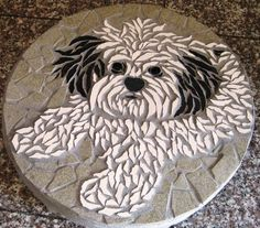 Trendy Painting Rocks Ideas Dragonfly IdeasYou can find Mosaic garden and more on our website. Mosaic Stepping Stones, Pebble Mosaic, Stone Mosaic, Pebble Art, Mosaic Art, Mosaic Glass, Mosaic Tiles, Glass Art, Mosaics