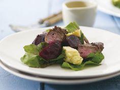 Lammfiletsalat mit Schafskäse und Roter Bete ist ein Rezept mit frischen Zutaten aus der Kategorie Lamm. Probieren Sie dieses und weitere Rezepte von EAT SMARTER!