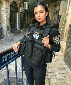 Female Cop, Female Soldier, Military Women, Military Police, Short Red Prom Dresses, Israeli Girls, Idf Women, Female Police Officers, My Kind Of Woman