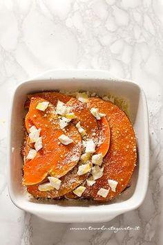 it wp wp-content uploads 2017 11 Parmigiana-di-zucca-in-teglia-pronta-per-il-forno-Ricetta-Parmigiana-di-zucca. Mozzarella, Calamari, Vegetable Side Dishes, Learn To Cook, Fett, Aspen, New Recipes, French Toast, Cheesecake