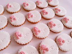 Duygusal Pasta: Nişan Kurabiyeleri-Romantik Güller