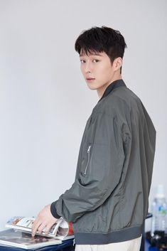 Handsome Asian Men, Handsome Boys, Korean Star, Korean Men, Asian Actors, Korean Actors, K Wallpaper, Korean Celebrities, Actor Model