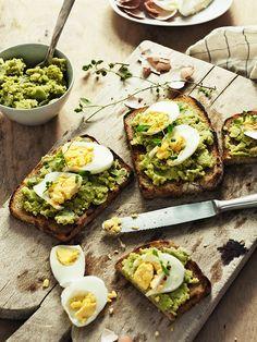 Mashed Broad Bean & Egg Bruschetta   o!kuchnia