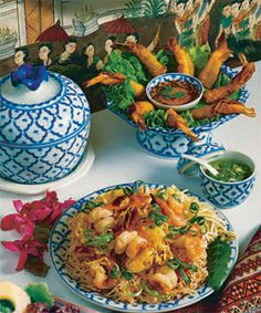 Min's Kitchen in La Cañada Flintridge, California, serves authentic Thai cuisine with friendly service. Pad Thai Restaurant, Feel Good Food, Menu Design, The Dish, Tasty Dishes, Chinese Food, Delish, Canada, Eat