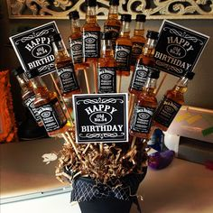 Unique DIY Valentine's Day Gifts For Men DIY goodness man bouquet Regalos Jack Daniels, Festa Jack Daniels, Jack Daniels Party, Jack Daniels Gifts, Jack Daniels Birthday, Jack Daniels Cake, Alcohol Bouquet, Liquor Bouquet, Beer Bouquet